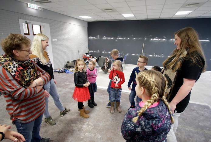 Kinderen konden gisteren een kijkje komen nemen op de nieuwe locatie van Kinderopvang De Zwingeltjes.