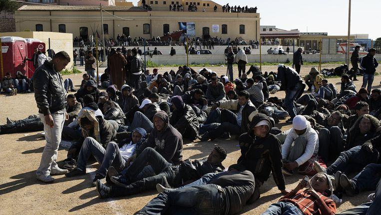 Afrikaanse migranten op Lampedusa, een van de poorten tot Europa. Beeld AFP