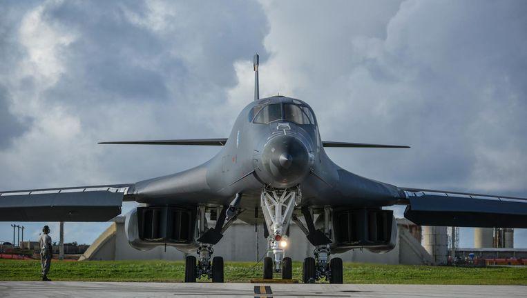 Een B-1 stijgt op vanaf Guam. Beeld EPA