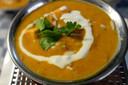 Kipkorma, oranjerood van de specerijen.