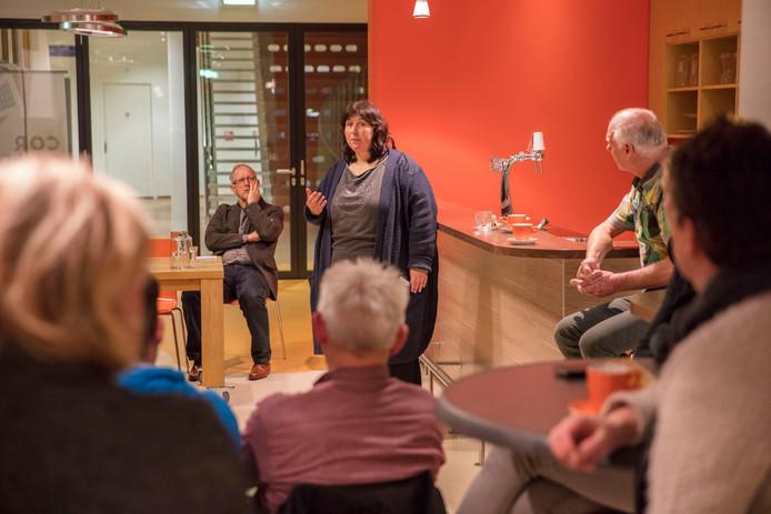Ervaringsdeskundige Ingrid Stevelmans aan het woord bij de Psysalon in Veldhoven.