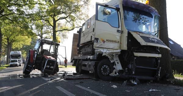 Gewonde na botsing tussen trekker en vrachtwagen bij Lochem.