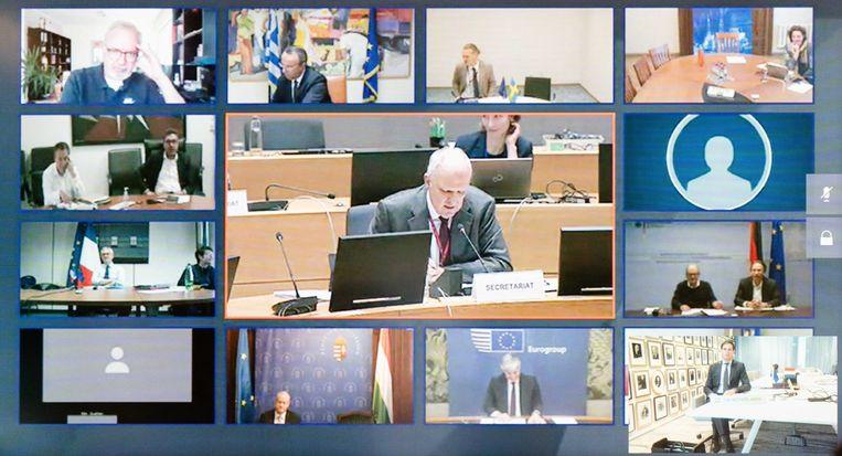 De EU-ministers van Financiën tijdens een videoconferentie over de coronacrisis. Beeld ANP