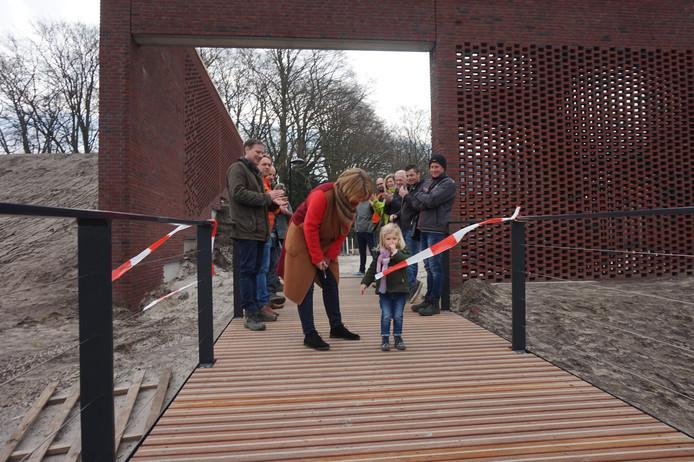Puck mag samen met Lonneke Lossie de nieuwe 'brug naar Tilburg' openen.