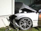 Auto botst op transformatorhuisje in Oss