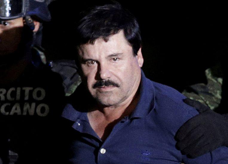 Drugsbaas Joaquín 'El Chapo' Guzman, geëscorteerd door Mexicaanse soldaten in 2016. Beeld REUTERS