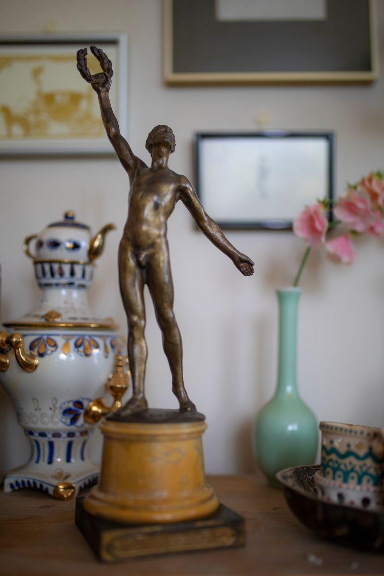 Het beeldje dat alle Olympische winnaars van 1920 kregen. Beeld Marc Driessen
