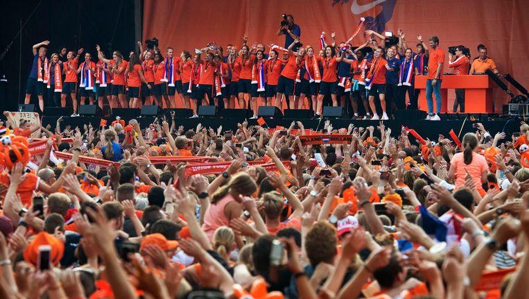 De Leeuwinnen op het podium in park Lepelenburg in Utrecht Beeld anp