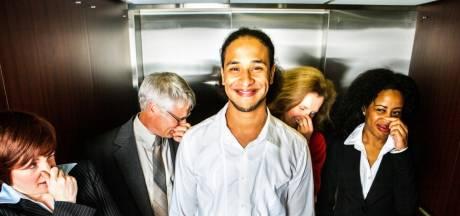 'Het laten van een scheet in de lift en bus is hier officieel verboden'