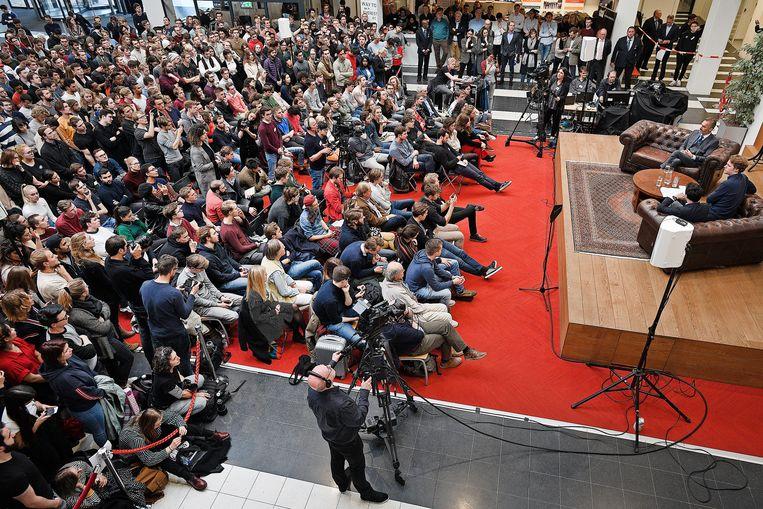 De economiefaculteit is afgeladen. Beeld Guus Dubbelman / de Volkskrant