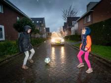 Bewoners woonpad Aurelius in Elst willen maximumsnelheid van 15 kilometer: 'Grote zorgen over verkeersveiligheid'