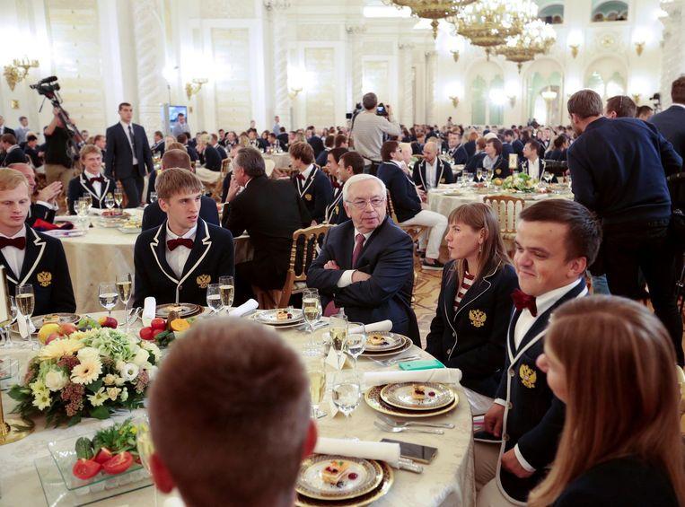 Paralympiërs bij een bijeenkomst met Vladimir Poetin. Beeld reuters
