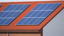 Steeds meer Vlamingen plaatsen zonnepanelen, maar wie in stad woont hinkt achterop