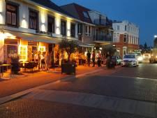 Auto rijdt in op terras in Gennep, hulpdiensten massaal ter plaatse