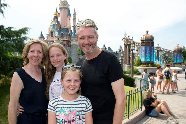 Kürt Rogiers met echtgenote Els en dochters Merlijn en Lola