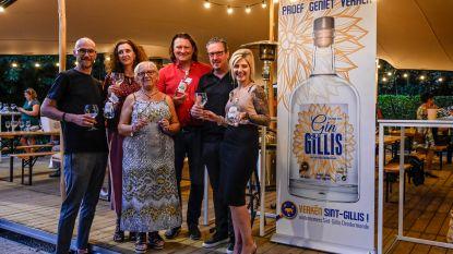 """Handelsvereniging Verkén Sint-Gillis lanceert Gin Gillis: """"Met aroma van dahlia, dé bloem van de Bloemencorso"""""""