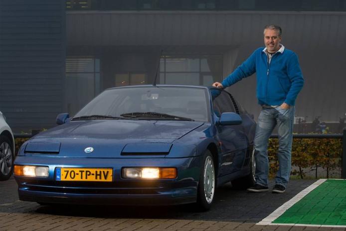Wimfried van Kesteren met zijn Renault Alpine. Foto: Freddy Schinkel