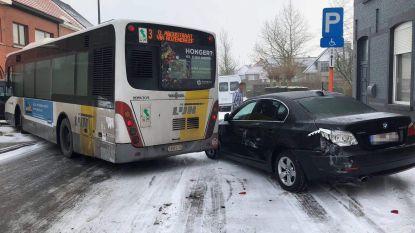 Lijnbus botst door gladde wegen