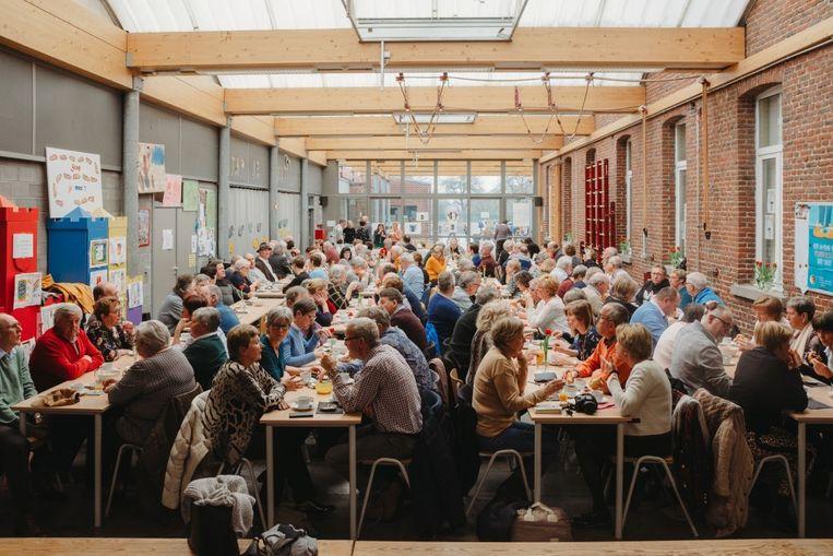De zaal was gevuld met 140 trotse oma's en opa's.