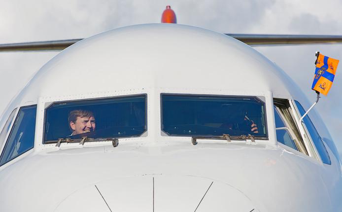 Dat onze koning achter de stuurknuppel van de Fokker 70 zat spreekt tot de verbeelding