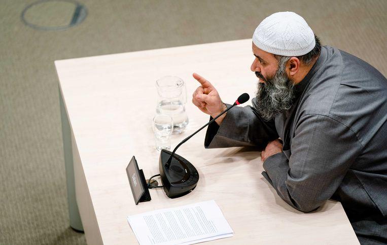De Nederlandse imam van Syrische afkomst Suhayb Salam tijdens het verhoor.