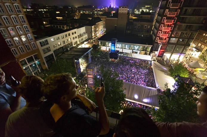Drukte tijdens de Vierdaagsefeesten in Nijmegen.