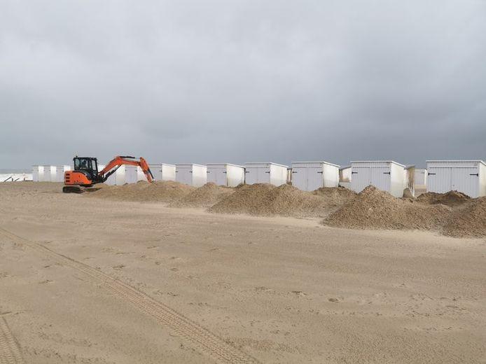 Verschillende strandcabines raakten bedolven in Knokke.
