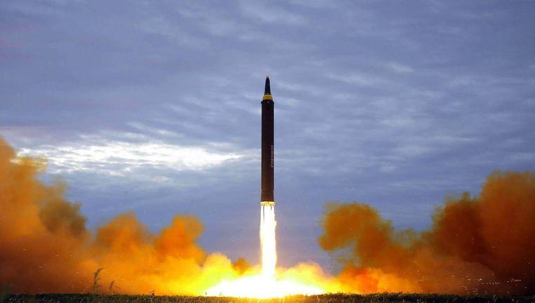 Een Hwasong-12-raket van Noord-Korea Beeld afp