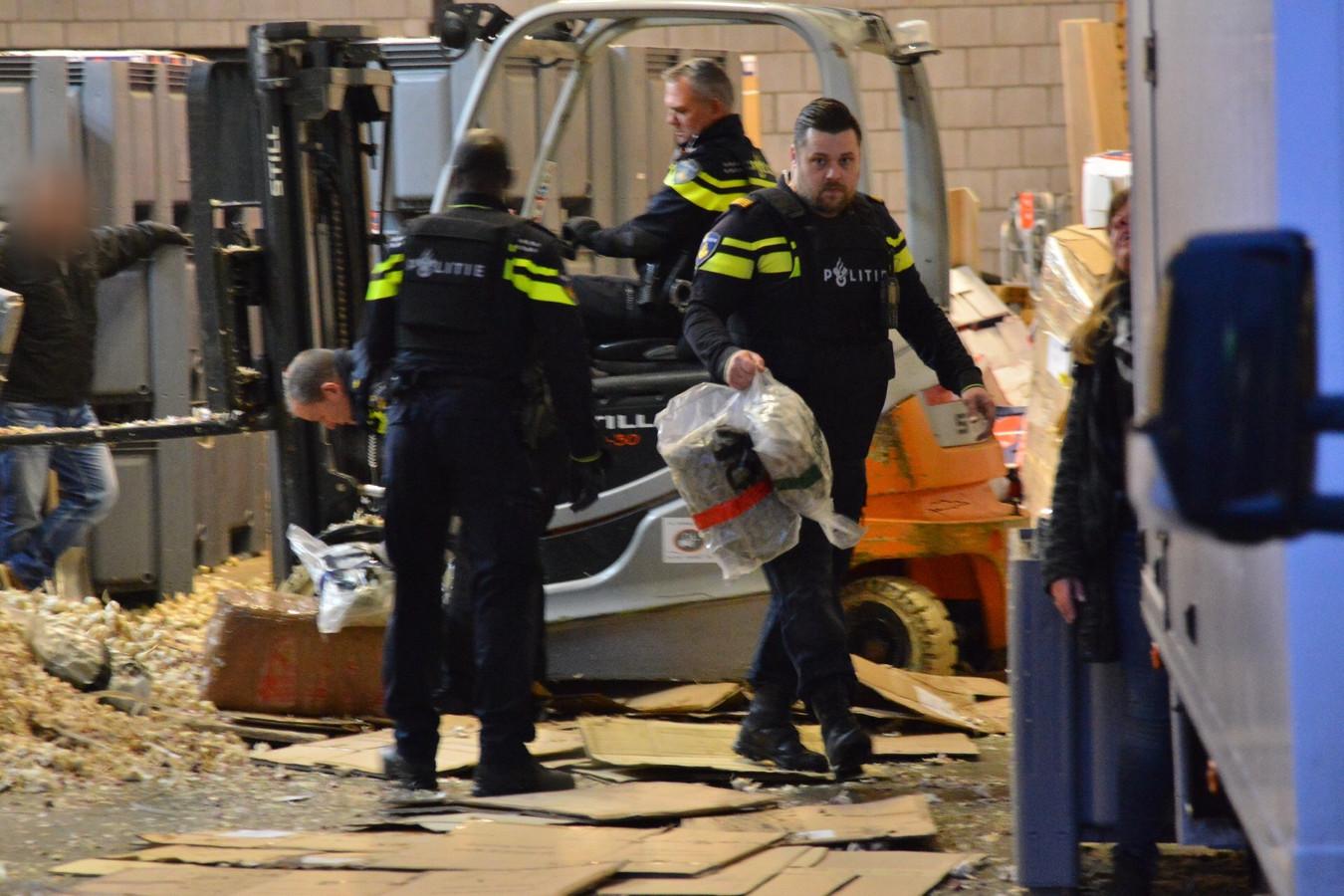Verdachte pakketten in loods vol knoflook in Etten-Leur.