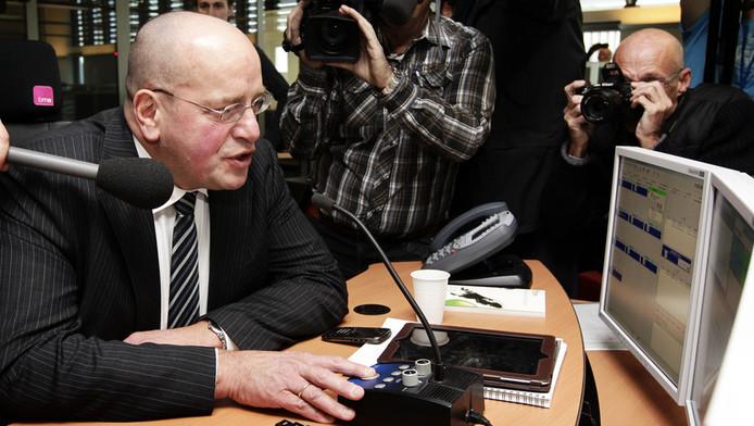 Staatssecretaris Teeven bij de opening van een nieuwe meldkamer in Drachten in november vorig jaar.