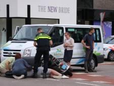 Scooterrijder raakt gewond na aanrijding met taxibusje