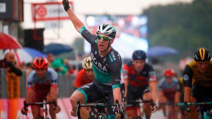Sam Bennett sprint in hondenweer naar zijn tweede zege in deze Giro