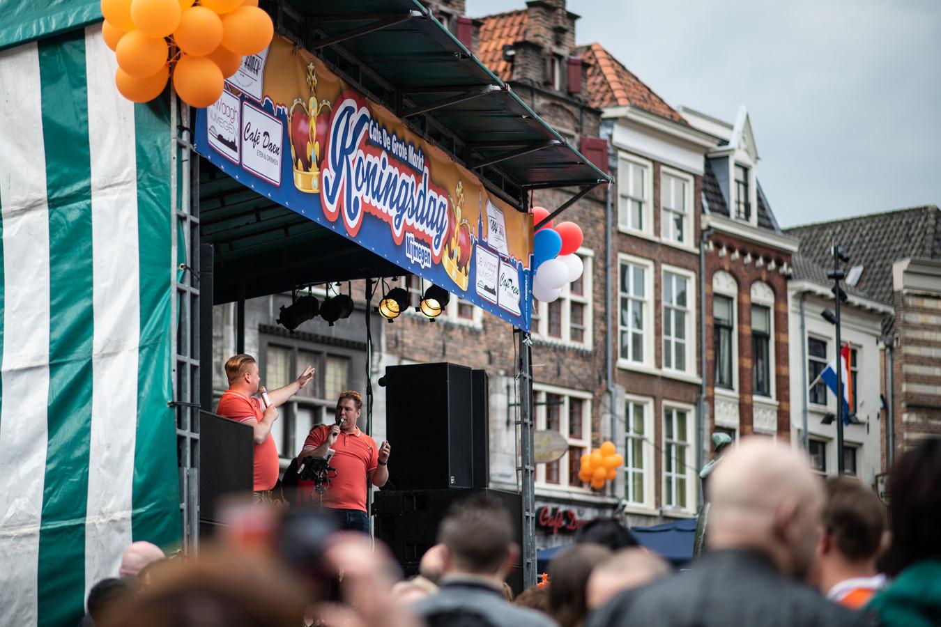 Koningsdag op de Grote Markt.