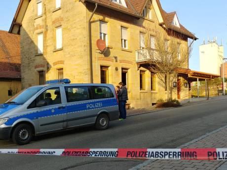Familiedrama in Duitsland: zoon (26) schiet vader, moeder en andere familieleden dood voor ogen van tieners