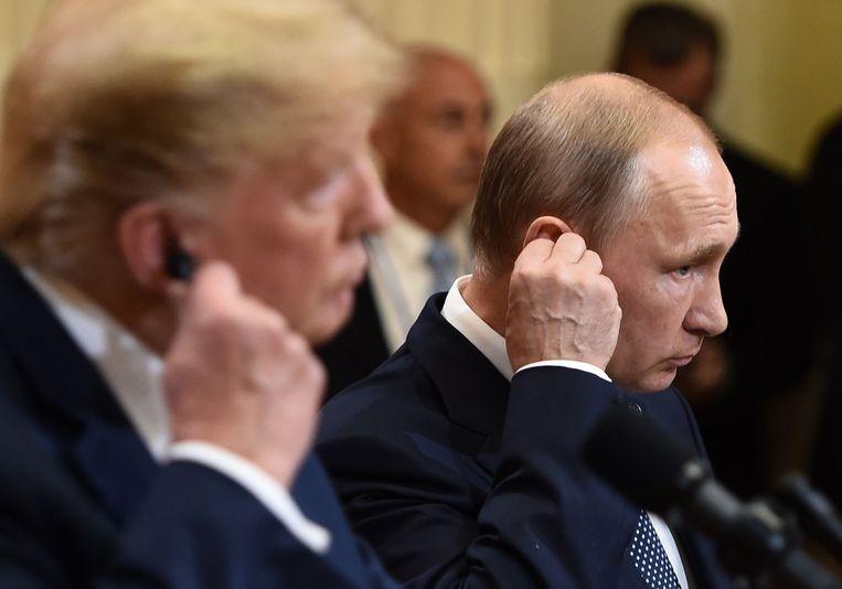 De Amerikaanse president Donald Trump en de Russische president Vladimir Poetin in Helsinki. Beeld AFP