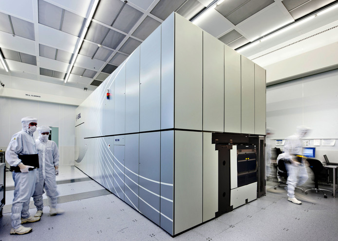 Een machine van ASML die werkt met extreem ultraviolet (EUV) licht.
