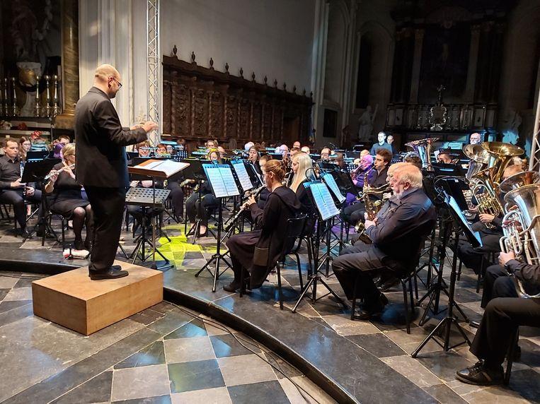 Het harmonieorkest van Feniks in de Sint-Gorgoniuskerk