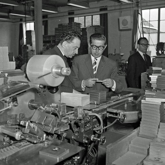 Reportage bij sigarenfabriek Velasquez in Meerveldhoven