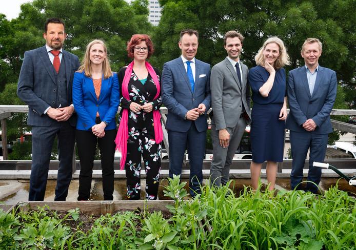 Columnist Jerry Goossens (uiterst links) als wethouder in Utrecht naast de andere wethouders. (Dit is een photoshop)