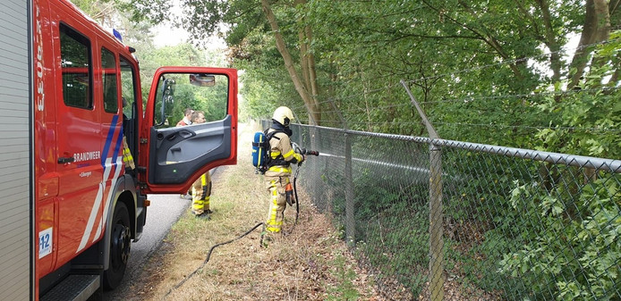 Brandweer Eibergen blust buitenbrandje aan Kiefteweg