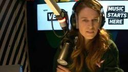"""Nederlandse radio-dj belt """"masturberende"""" luisteraar en confronteert hem met zijn vunzige berichten"""