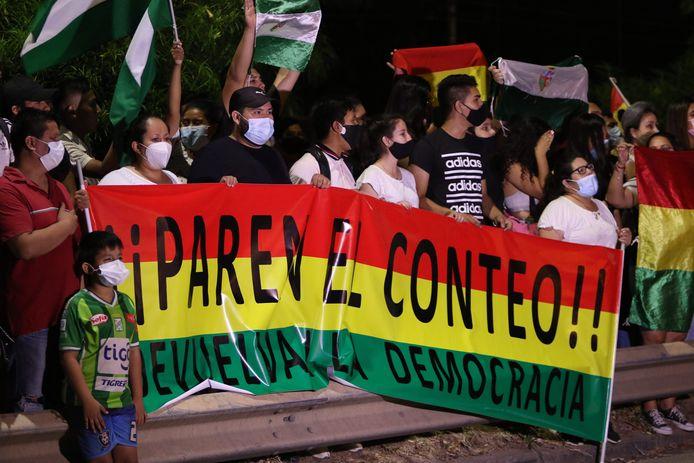 Bolivianen demonstreren tegen de overwinning van de socialist Luis Arce.