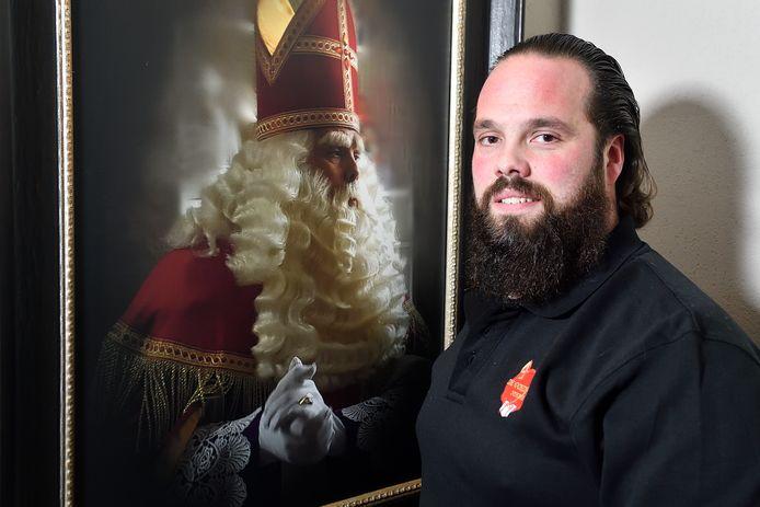 """Mark Hannessen heeft de Gouden Mijter ontvangen voor het behoud van cultureel erfgoed """"Sinterklaas""""."""