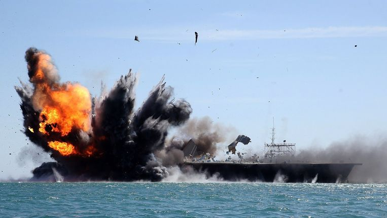 Het Iraanse leger oefent op zee, dichtbij door IS veroverd gebied