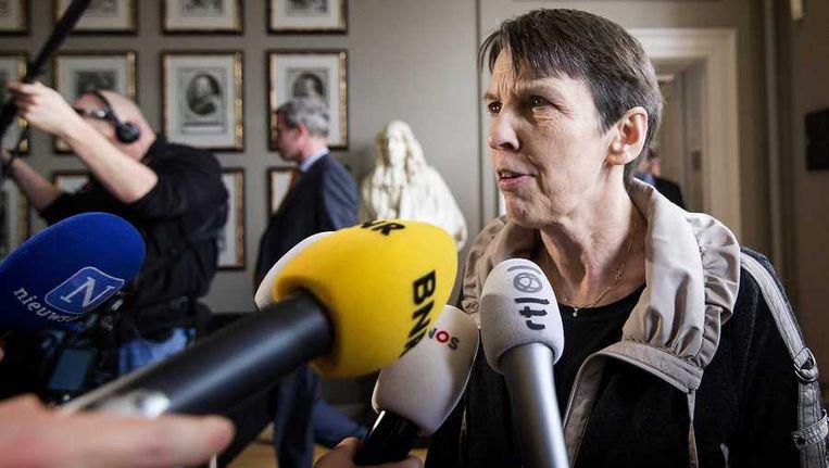 Staatssecretaris Jetta Klijnsma van Sociale Zaken staat de pers te woord. Beeld anp
