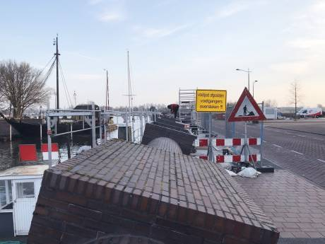 Scheuren komen snel terug bij groot onderhoud aan kademuur in Kampen