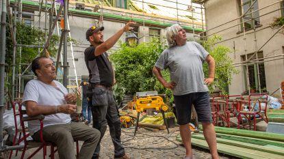 Rijkevorsels bedrijf legt nieuw dak op historische arbeidershuisjes in Antwerpen