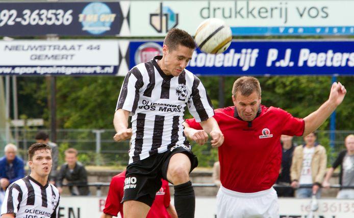 Helmond Sport en Gemert oefenden in het verleden vaker tegen elkaar, zo ook in 2014 met Charles Kazlauskas (r) en Patrick Philippart.