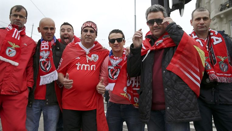 Fans van Benfica in de binnenstad van Amsterdam. Beeld epa
