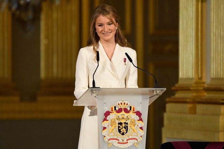 Haar toespraak was rustig, zelfverzekerd en vlekkeloos in de drie landstalen. Een applaus bracht haar niet van de wijs - ze genoot ervan.